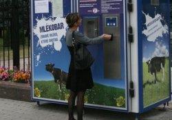 Возле здания Киевской ОГА открыли молочный автомат