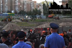 Киевские власти и милиция бездействуют в то время как идёт незаконная стройка