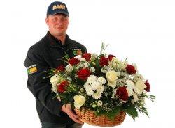Доставка цветов Киев. Заказ и доставка цветов в Киеве. Купить розы и лепестки роз.
