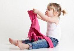 Почему детки не очень любят одеваться?
