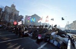 На Майдане Независимости продолжается уборка