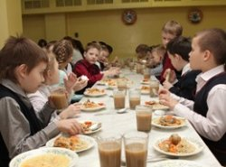 С нового года детей в школах кормить бесплатно не будут