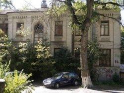 В Голосеевском районе упал двухэтажный дом