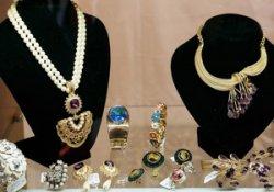 Преимущества бижутерии перед ювелирными изделиями из серебра и золота
