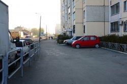 В Киеве начали эвакуировать нерабочие машины со дворов
