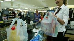 Столичные магазины попросили ограничить использование полиэтилена