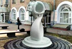 В Киеве появится скульптура жениха и невесты