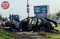В Киеве у нарушителя ПДД сгорел Мерседес, а полицейского отправляют под суд