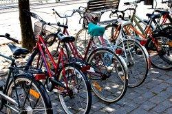 Возле входов в метро установят велопарковки